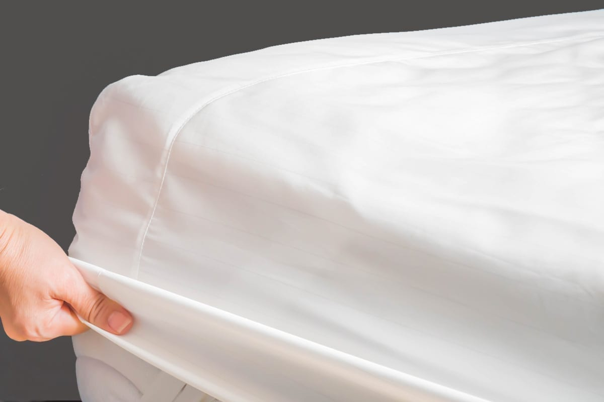 UNDERSHEET AND MATTRESS PROTECTOR
